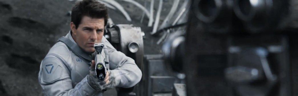 Tom Cruise in Oblivion aiming futuristic rifle
