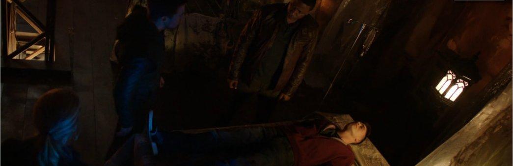 Arrow Season 2 Episode 22 Streets of Fire